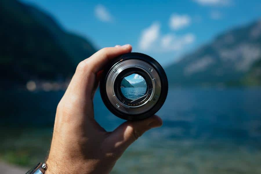 Camera lens focusing on the scenery.